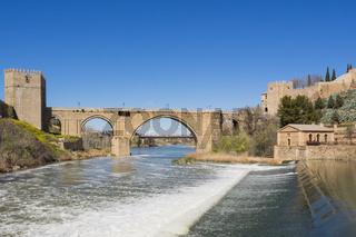 Brücke San Martin und Fluss Tajo in Toldeo, Spanien