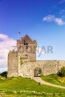 Dunguaire Castle Schloss Burg Turm Irland Hochformat Reise Mittelalter