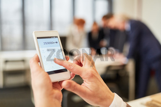 Hand kalkuliert mit der Taschenrechner App