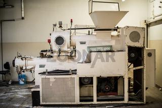Mischmaschine und Presse in der Seifenproduktion