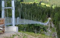 Haengebrücke über das Hoehenbachtal bei Holzgau im Lechtal