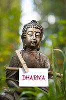 Buddha mit dem Wort Dharma