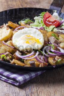 Tiroler Groestl mit einem Ei