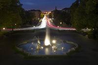 Beleuchteter Brunnen am Friedensengel in München