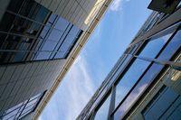 Moderne Bürogebäude mit Glasfassade in Dresden