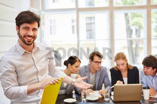 Erfolgreicher Business Berater und Team