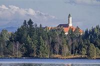 Kloster Reutberg mit Kirchsee