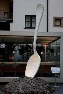 Florenz, Spoon - moderne Kunst vor dem Gallery Hotel Art
