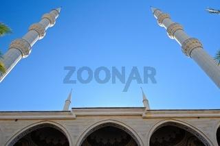 die vier Minarett Türme der blauen Moschee in Manavgat