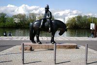 Skulptur Leinreiter mit Marktschiff in Rüsselsheim