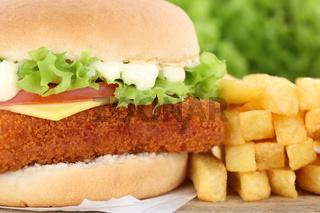Fischburger Fisch Burger Backfisch Hamburger mit Pommes Frites Closeup Nahaufnahme Käse Tomaten