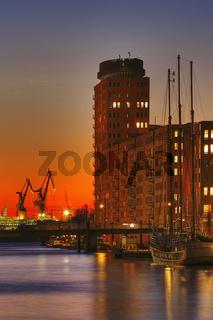 Hafencity mit Blick auf Kehrwiederspitze und Hamburger Hafen, Deutschland, Hafencity View to Officebuilding named Kehrwiederspitze and Hamburg Harbour, Germany