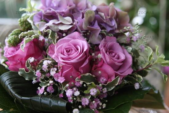 Foto Blumenarrangement, Blumenstrauss, pinkfarbene Rosen, Bouquet ...