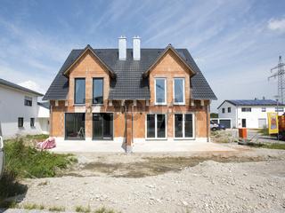Rohbau von einem Doppelhaus
