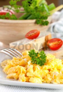 frisches Ruehrei / fresh scrambled eggs
