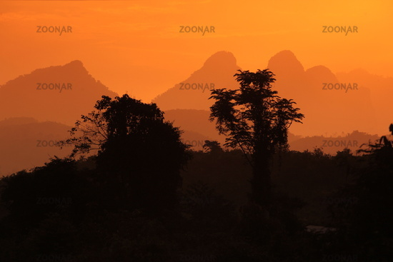 Die Landschaft bei Vang Vieng in der Bergregion der Nationalstrasse 13 zwischen Vang Vieng und Luang Prabang in Zentrallaos von Laos in Suedostasien.