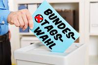 Hand beim Wählen bei Bundestagswahl