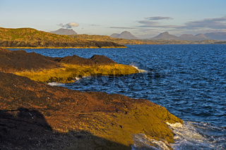 Buchtenreiche Felsküste bei Clachtoll, Schottland, Grossbritannien