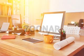Schreibtisch mit Computer Monitor in Büro