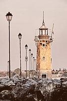 Leuchtturm von Desenzano del Garda, Italien, im Abendlicht