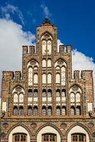 Blick auf ein historisches Gebäude in Rostock