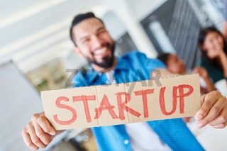 Start-Up Team im Meeting im Büro