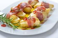 Mini-Ofenkartoffeln mit Speck und Käse