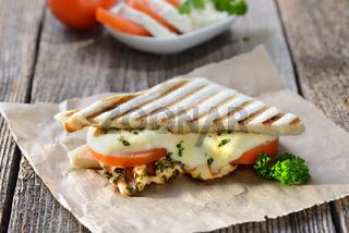 Panini mit Huhn und Mozzarella