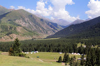 Jurtencamp im Jety-Oguz-Tal im Terskej-Alatau-Gebirge bei Karakol, Kirgisistan