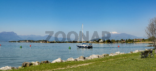 Sirmione di Garda   Hafenausfahrt von Colombare