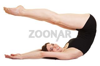 Junge Frau streckt ihre Beine