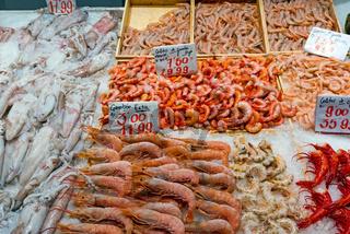 Garnelen und Tintenfische zum Verkauf