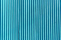 Blauer Hintergrund aus einem Wellblech