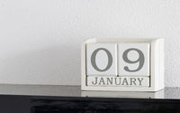 White block calendar present date 9 and month January
