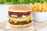 Doubleburger Double Burger Hamburger mit Pommes Frites