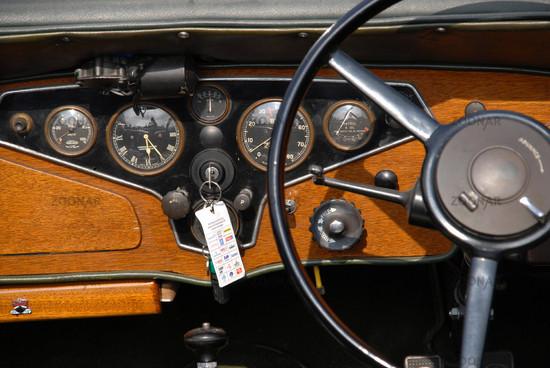 Armaturenbrett oldtimer  Foto Armaturenbrett Oldtimer Bild #748350