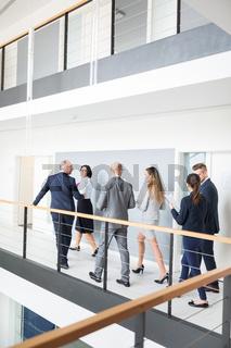 Ältere und junge Kollegen im Business Team