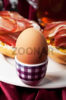 gekochtes Ei und Schinken