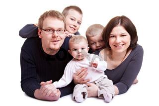 Eltern mit drei Kindern