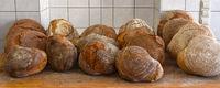 Holzofenbrot; Bauernbrot; farmhouse bread; loaves of bread;