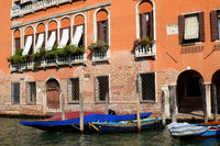 Orangefarbenes Haus am Canal Grande, Venedig