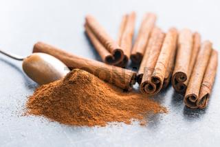 Cinnamon sticks and ground cinnamon.