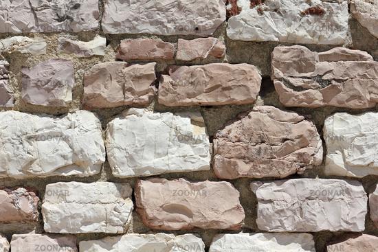 Kalksteinmauer in Assisi in Italien