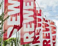 Flaggen mit REWE Logo
