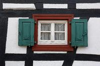 Fenster und Fachwerk