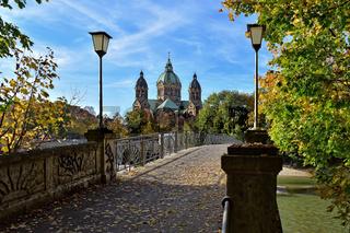 München - Blick auf die Kirche St. Lukas