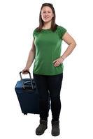 Urlaub junge Frau mit Koffer Reise reisen verreisen jung lachen Freisteller