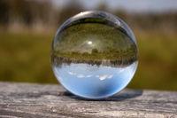 Moorlandschaft in einer Glaskugel