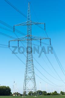 Strommast und Fernleitungen in Deutschland