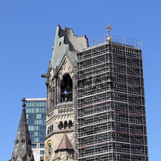 Turm der Gedächtniskirche Berlin mit Baugerüst